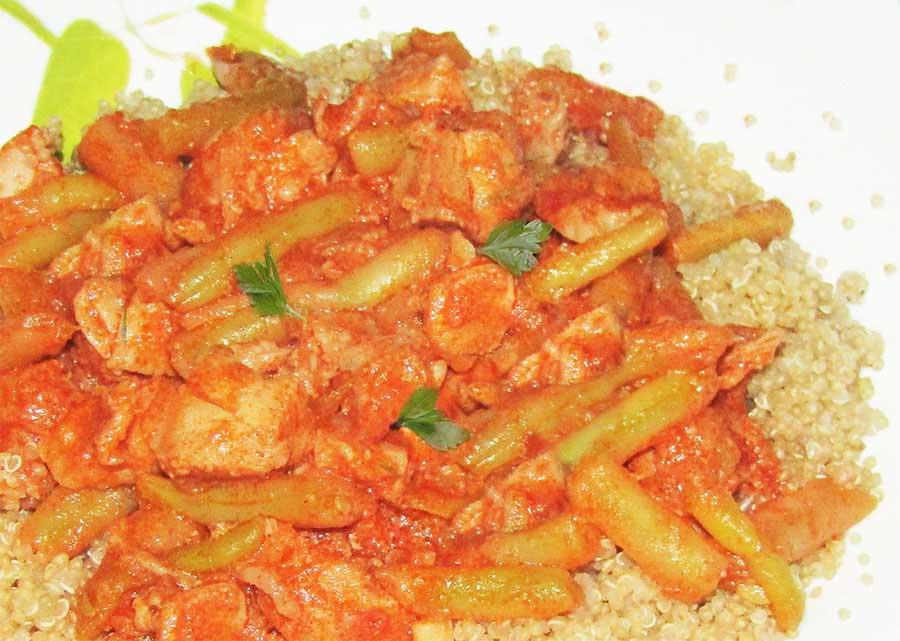 Temesvári csirke (zöldbabos csirkepaprikás) párolt quinoával