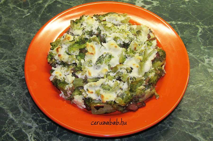Húsos-fetás rakott brokkoli a fogyókúra jegyében