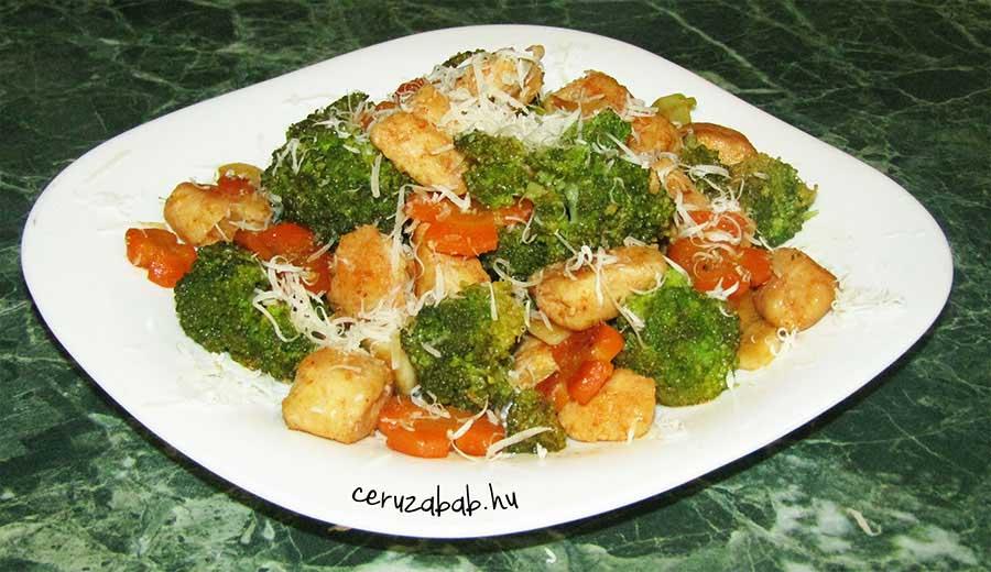 Könnyű brokkolis, parmezános csirke