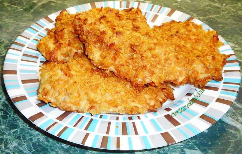 Csirkemell sajtos-hagymás ropogós panírban