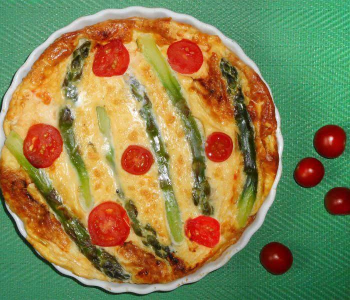 Zöld spárgás-koktélparadicsomos frittata (tojáslepény)