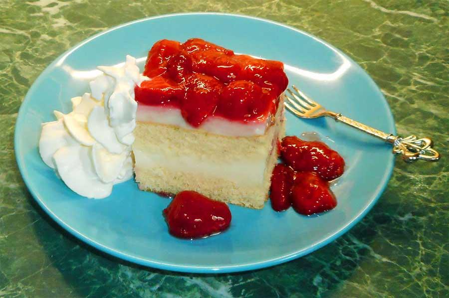 Egyszerű pudingos süti, eperöntettel